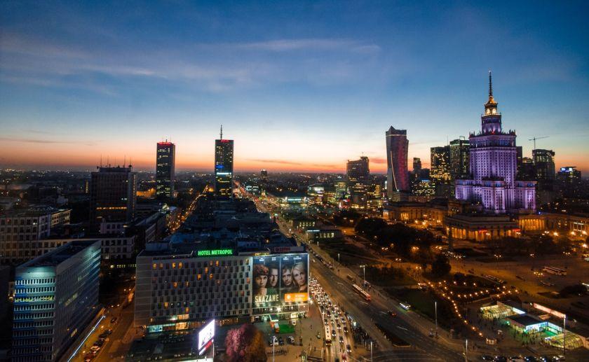 Warsaw-at-night-free-license-CC0